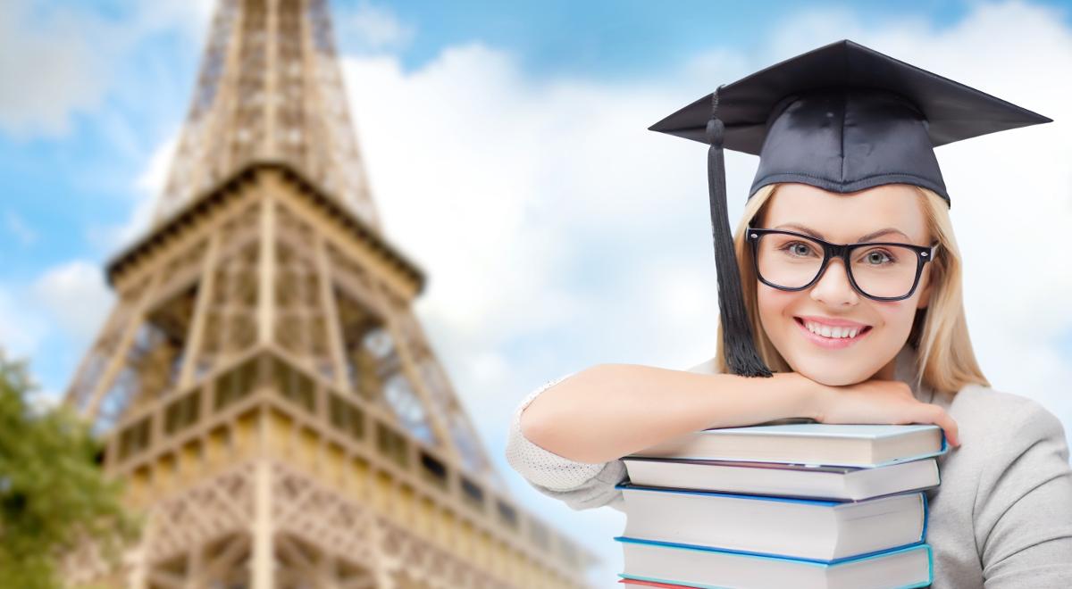 shutterstock student studia paryż francja eiffel 1200.jpg
