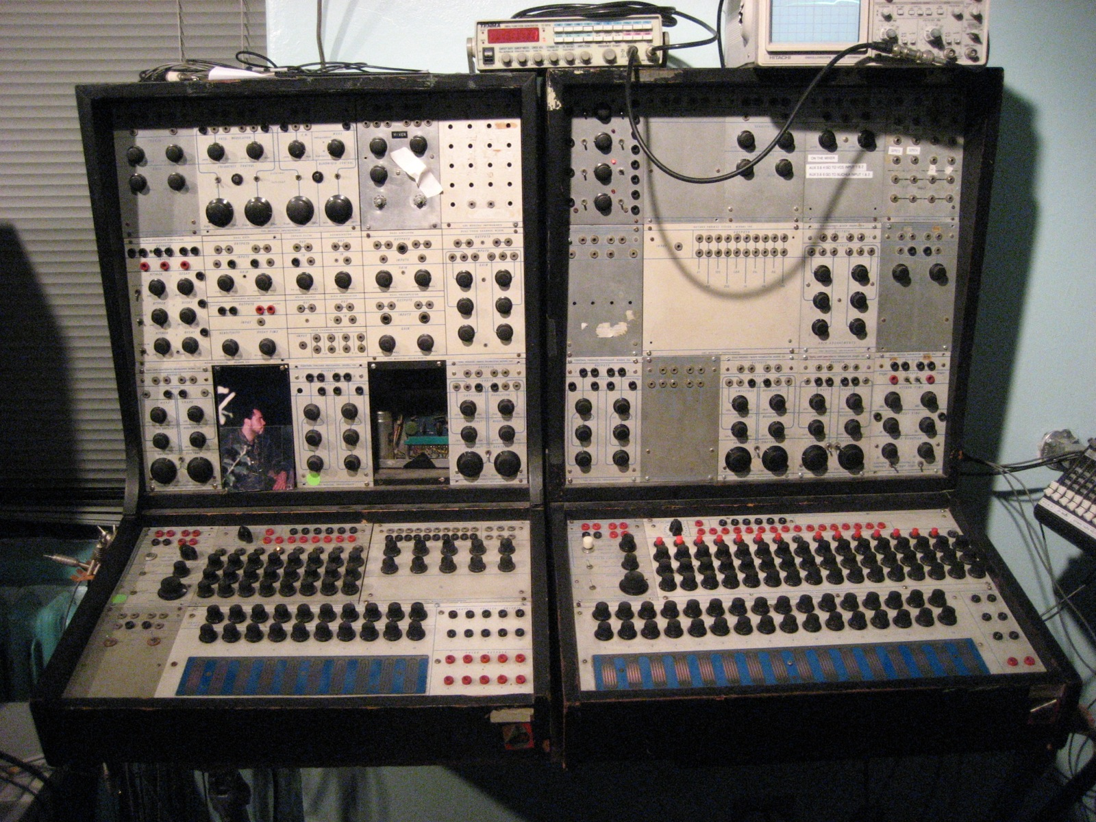 Buchla 100 series (By Bennett - originally posted to Flickr as NYU's Buchla 100 series, CC BY-SA 2.0, https://commons.wikimedia.org/w/index.php?curid=9039000)