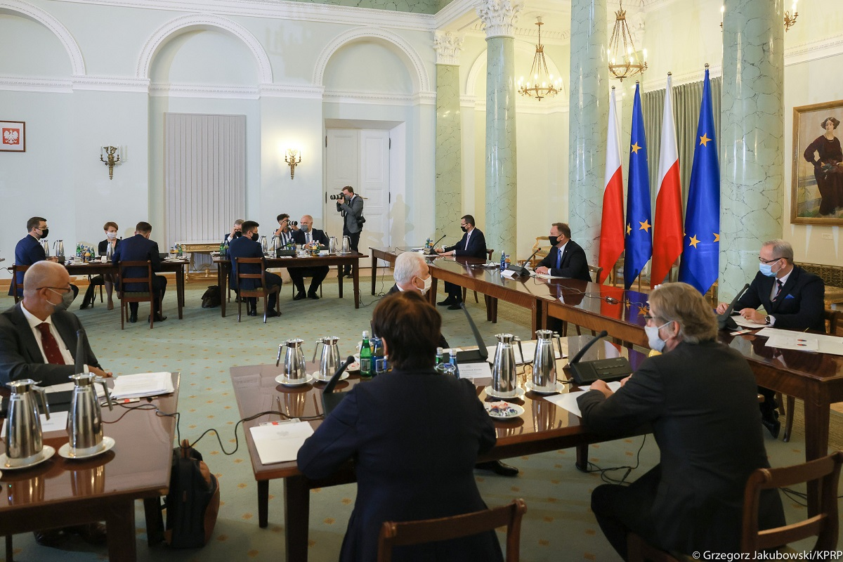 The Cabinet Council meeting convened by the Polish president on Friday to discuss steps to contain the spread of the coronavirus. Photo: Grzegorz Jakubowski/KPRP