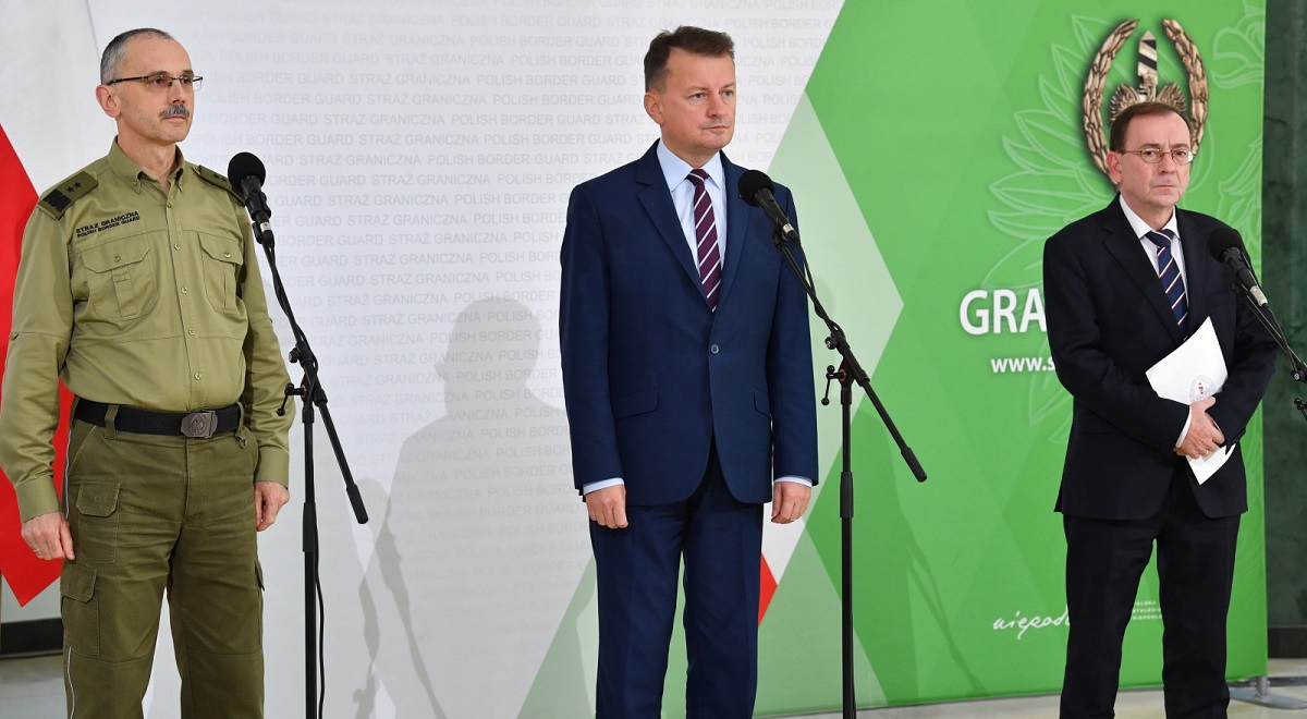 Polands Interior Minister Mariusz Kamiński (right), Defence Minister Mariusz Błaszczak (centre) and Border Guard chief Tomasz Praga (left) hold a joint news conference in Warsaw on Monday.