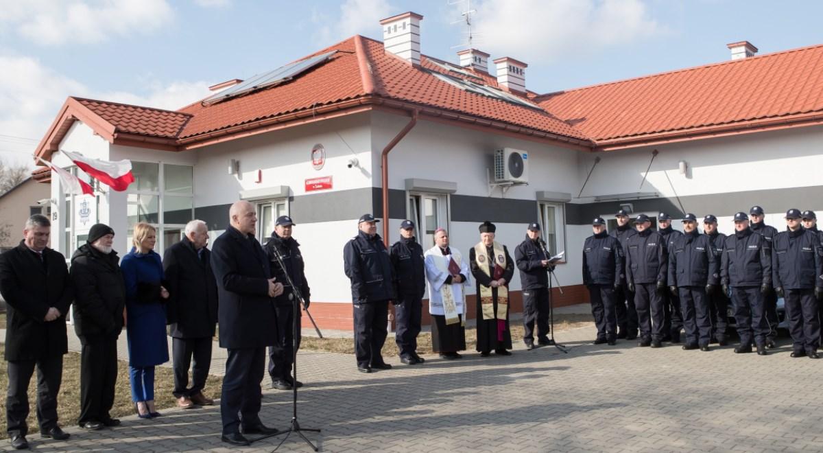 Szef MSWiA Joachim Brudziński podczas uroczystości otwarcia zmodernizowanego komisariatu policji w Żabnie