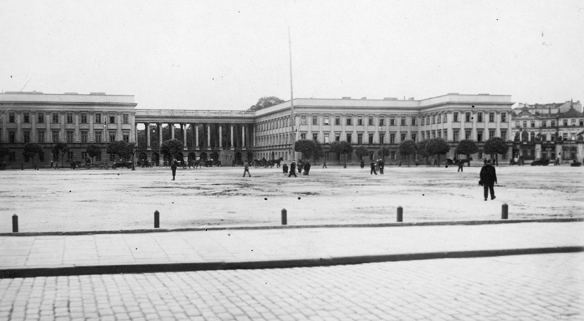 plac piłsudskiego pałac saski free nac gov 1200 .jpg