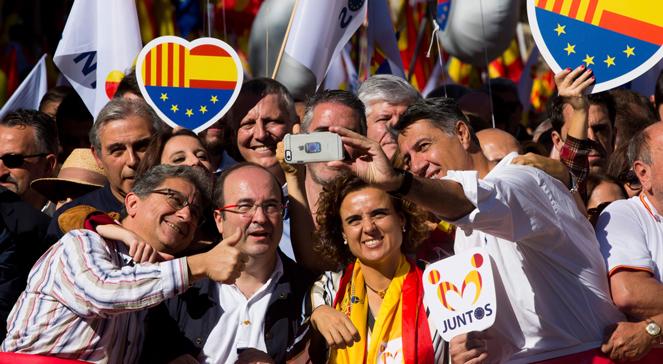 Około 300 tys. zwolenników jedności Hiszpanii zgromadziło się na marszu w centrum Barcelony