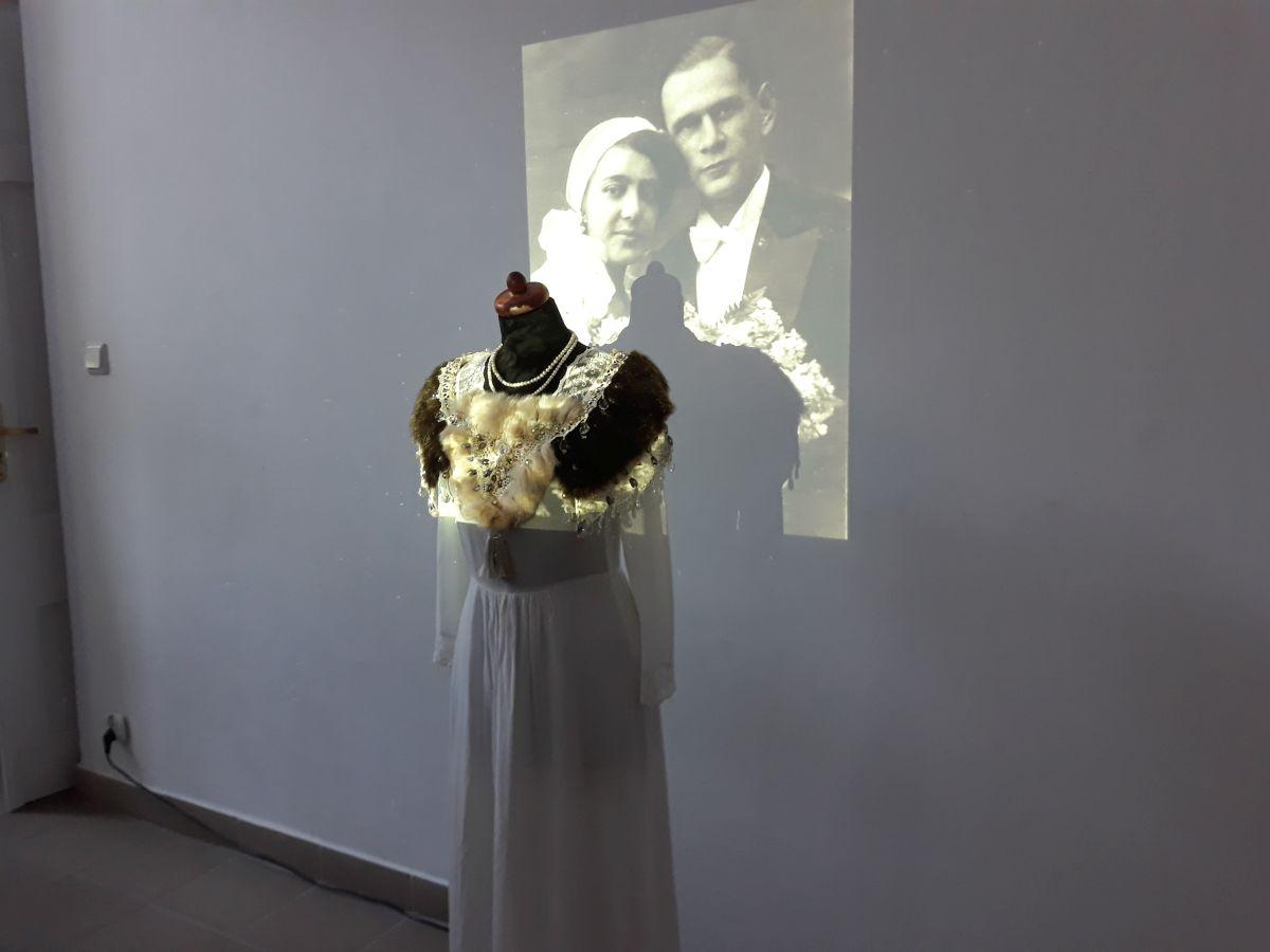 """Инсталляция на выставке """"Место памяти"""""""