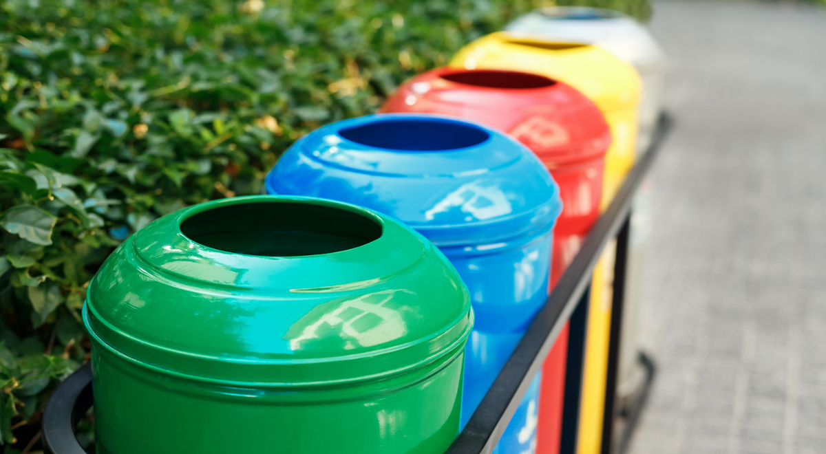 segregacja odpadów śmieci kosze pięć frakcji 1200.jpg