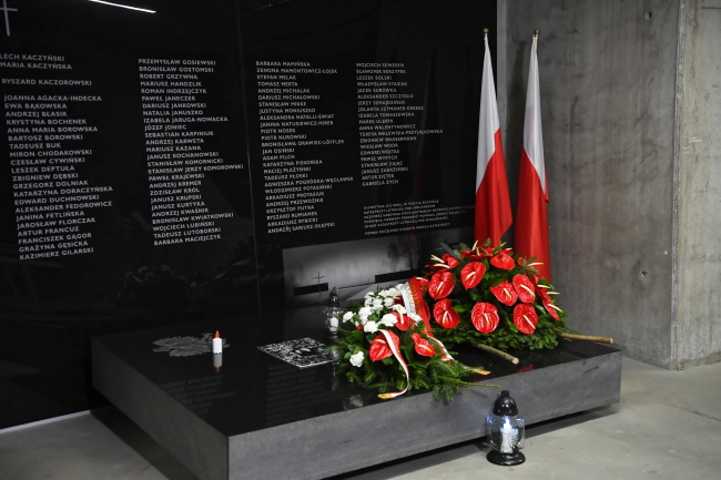 Warsaw, April 10, 2020. Plaque dedicated to the victims of the Smolensk plane crash