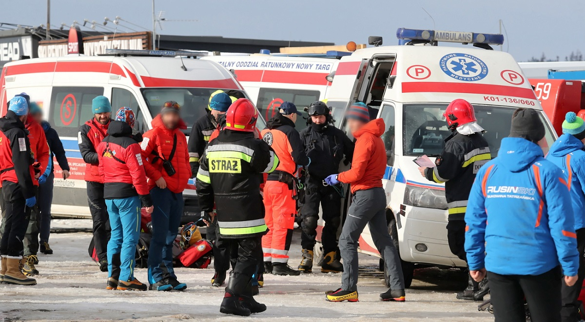 Rescuers at the scene of the incident in Bukowina Tatrzańska, southern Poland, on Monday. Photo: PAP/Grzegorz Momot
