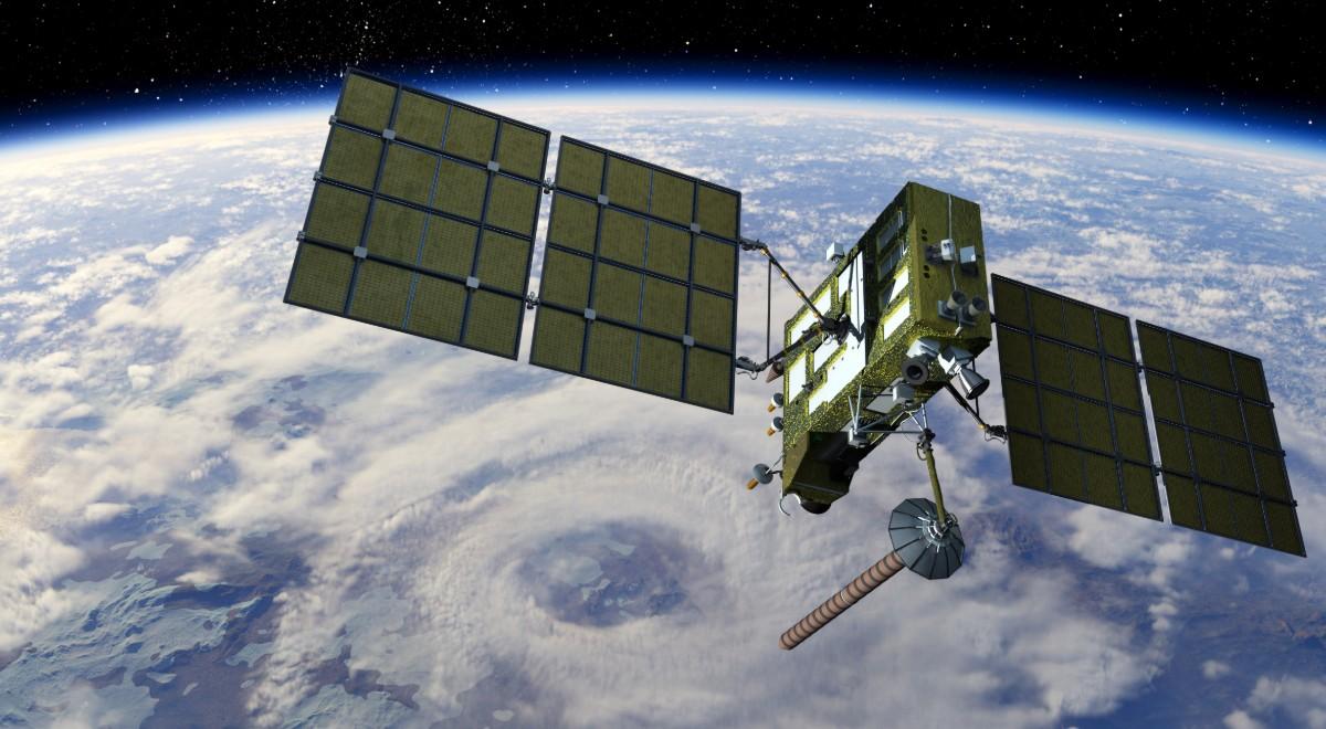 1200 satelita.jpg