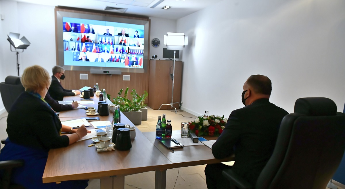 The remote Cabinet Council meeting convened by the Polish president (right, back to camera) on Friday to discuss steps to contain the spread of the coronavirus.