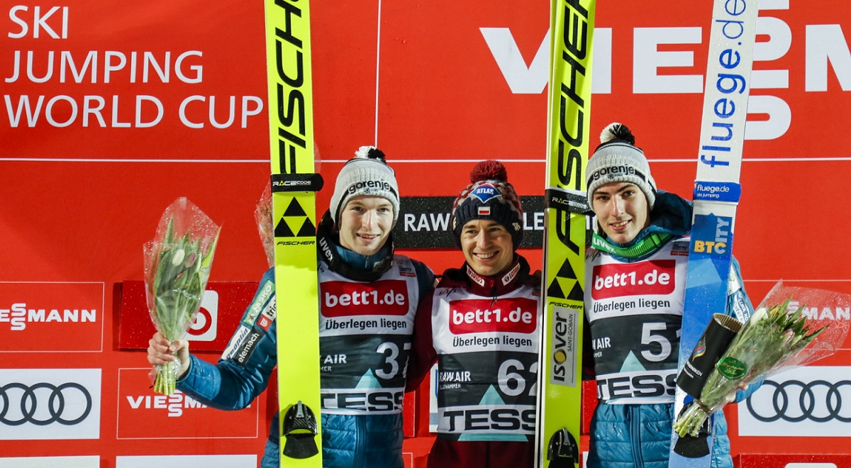 Polands Kamil Stoch (centre) poses on the podium after the mens HS 140 competition at the FIS Ski Jumping World Cup in Lillehammer, Norway, on Tuesday, alongside Slovenias second-placed Ziga Jelar (left) and third-placed Timi Zajc (right).
