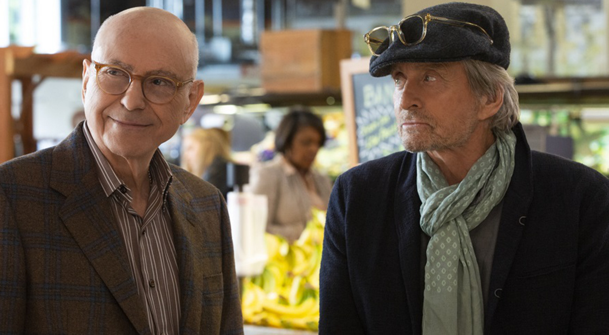 Alan Arkin jako Norman Newlander oraz Michael Douglasjako Sandy Kominskyw serialu The Kominsky Method