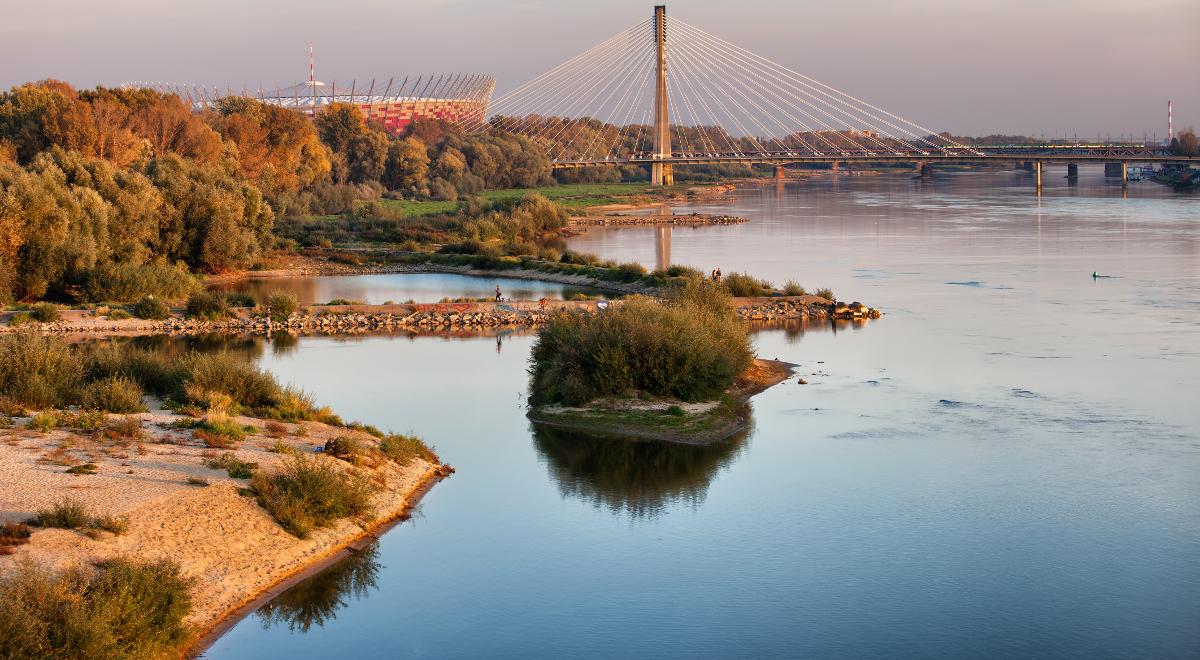 shutterstock Artur Bogacki rzeka warszawa Wisła 1200.jpg