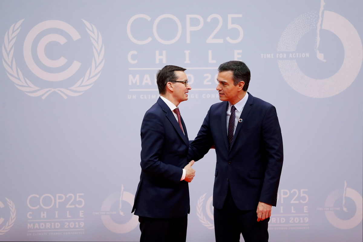 Spanish Prime Minister Pedro Sanchez (R) greets Polish Prime Minister Mateusz Morawiecki upon his arrival for the opening ceremony of the COP25 Climate Summit held in Madrid, Spain, 02 December 2019.