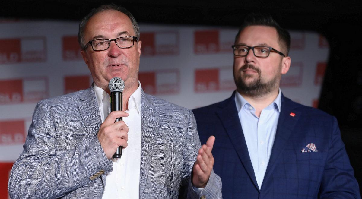 Przewodniczący SLD Włodzimierz Czarzasty (z lewej) podczas wieczoru wyborczego KKW SLD Lewica Razem