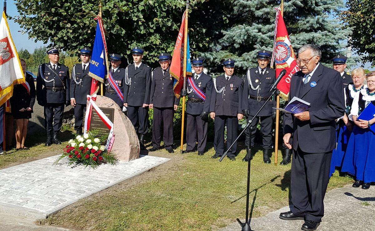 Константы Будзишевский на открытии мемориального камня Вацлаву Будзишевскому.