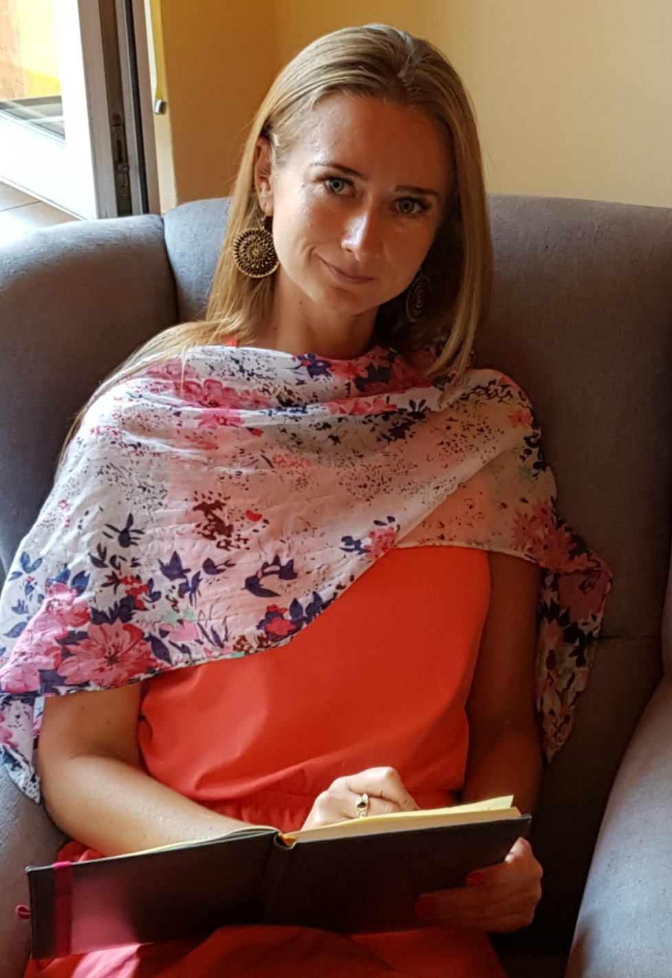 *Dr Dagmara Mrozowska - pracownik Wydziału Nauk Społecznych Instytutu Nauk Politycznych i Dziennikarstwa Uniwersytetu Śląskiego w Katowicach, politolog, psycholog, pedagog, badaczka kultury i zagłady Romów, członek Rady Naukowej Instytutu Pamięci i Dziedzictwa Romów oraz Ofiar Holokaustu.