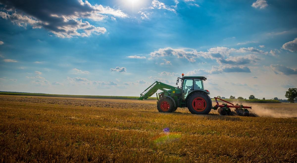 traktor wieś free 1200.jpg