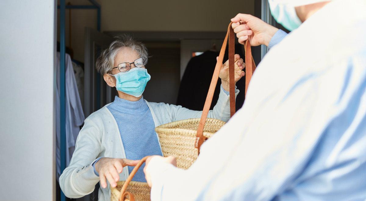 senior pandemia 1200 shutterstock.jpg
