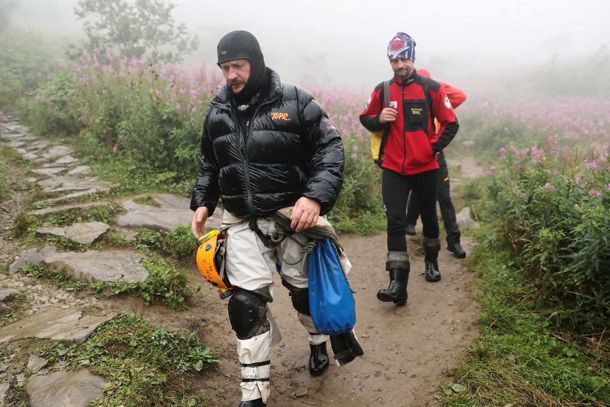 Rescuers returning from the site of the Wielka Śnieżna Cave