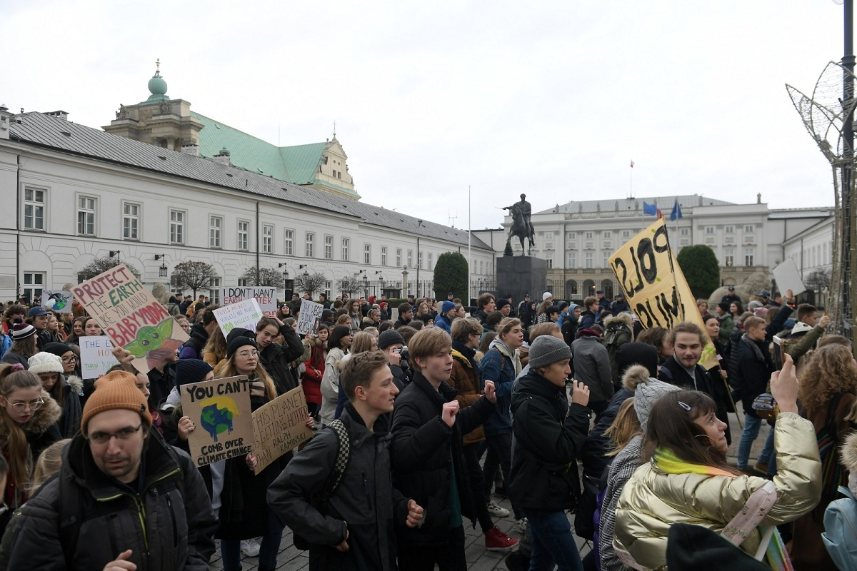 Environmentalists have appealed to teachers to allow students to skip classes to join the climate strike. Photo: PAP/Marcin Obara