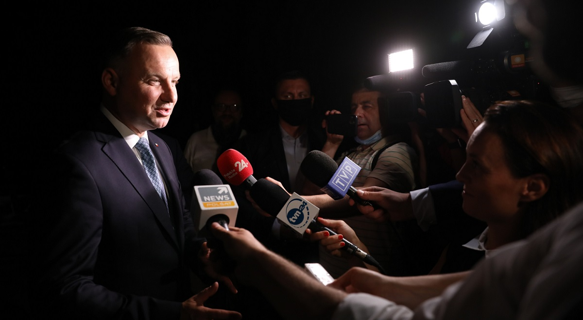 Polish President Andrzej Duda talks to reporters after arriving in Washington for talks with Donald Trump mid-20624009.jpg