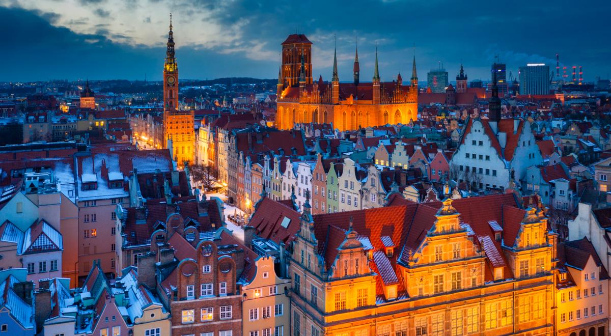 Gdańsk panorama zima noc shutte 1200  Patryk Kosmider.jpg
