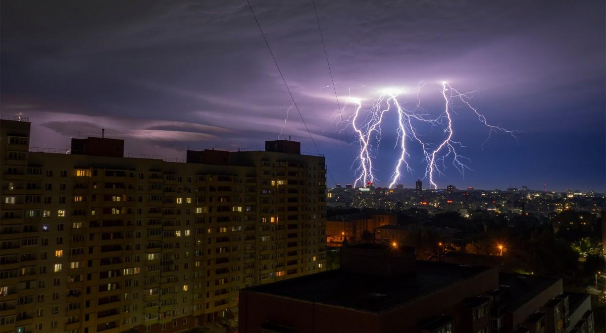shutterstock burza noc piorun miasto 1200 free.jpg