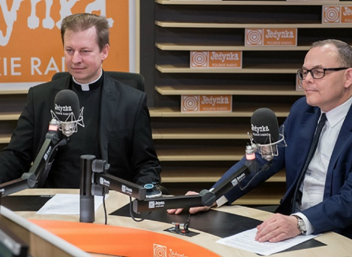 Polish Radio CEO Andrzej Rogoyski (right) and Father Paweł Rytel-Adrianik (left), spokesman for the Polish Episcopal Conference, earlier this year discuss an effort to help rebuild Notre Dame Cathedral