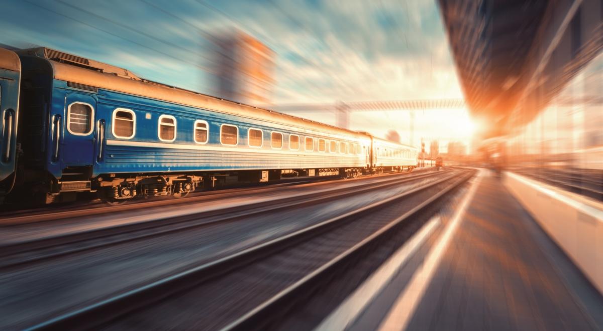 pociąg dworzec 1200.jpg