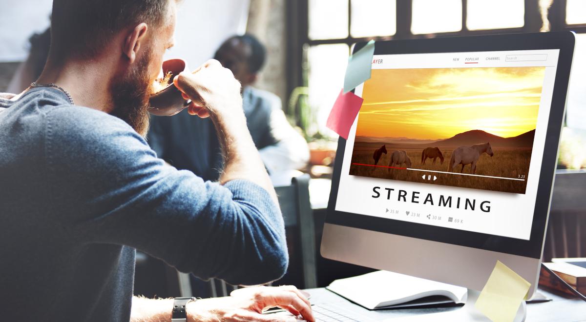 straming online internet oglądanie praca 1200.jpg