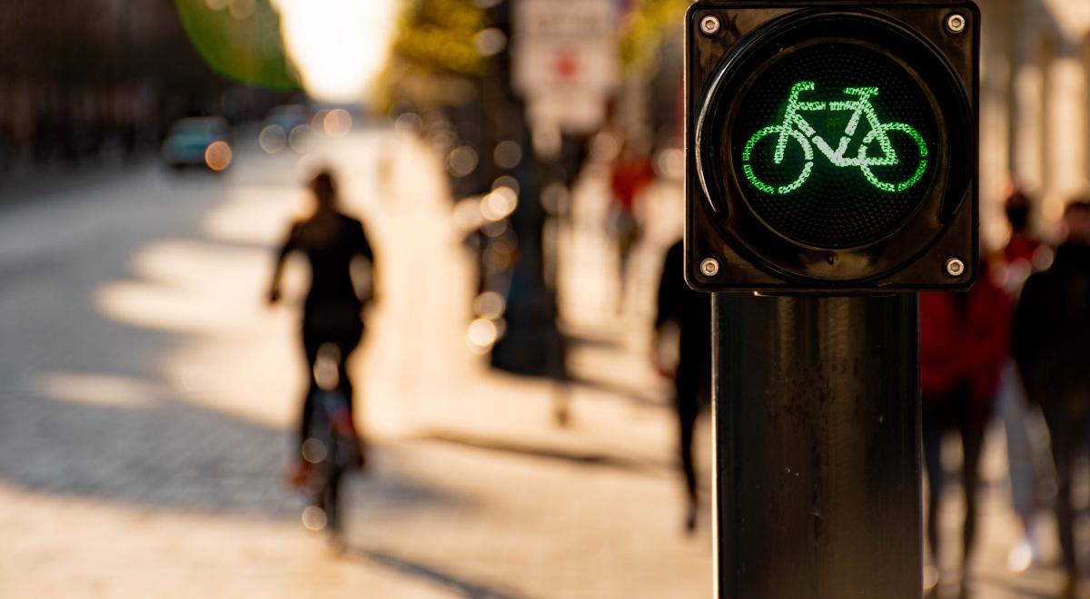 zielone światło sygnalizacja świetlna rower droga 1200.jpg