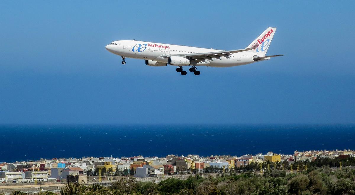 samolot kurort morze wakacje 1200.jpg