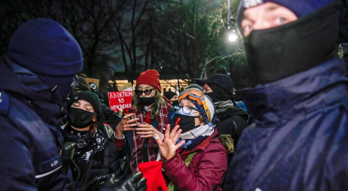 Protest aborcja Warszawa 1200 PAP.jpg