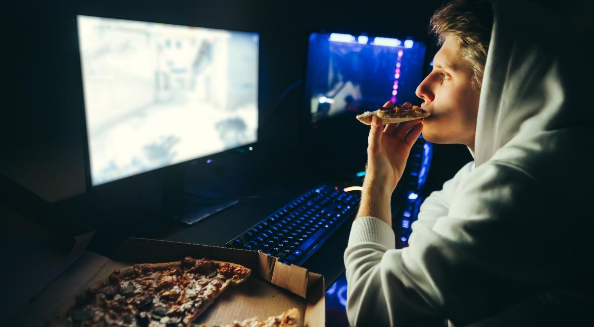 shutterstock gaming gra komputer pizza 1200.jpg