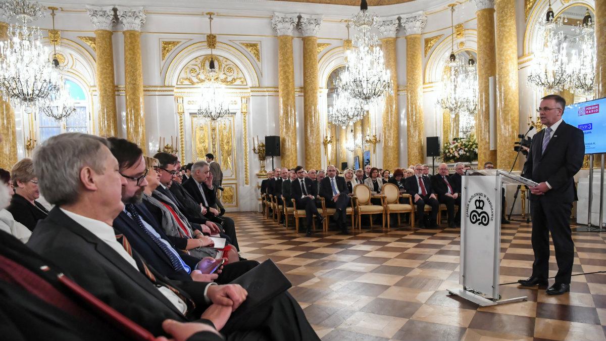 Wiceminister kultury Jarosław Sellin przemawia podczas uroczystości na Zamku Królewskim. Gala Archiwisty zainaugurowała obchody setnej rocznicy istnienia archiwów państwowych