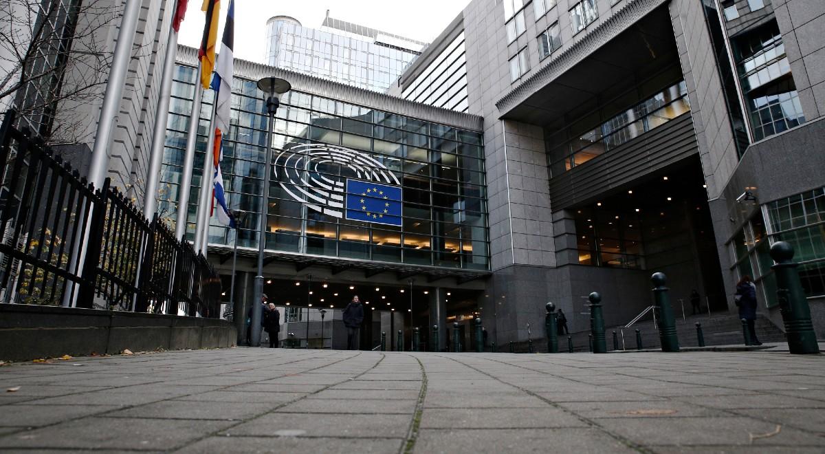 parlament europejski free shutt 1200 .jpg