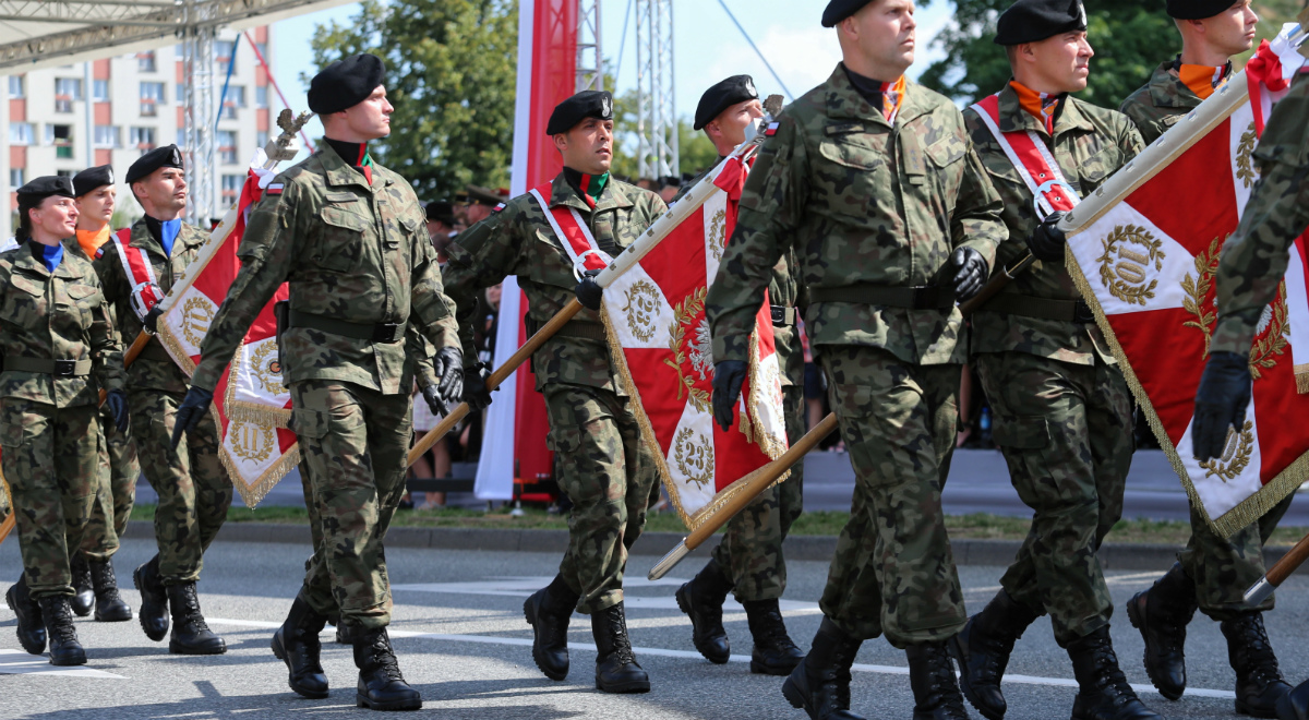Żołnierze podczas defilady Wierni Polsce, 15 bm. w Katowicach.