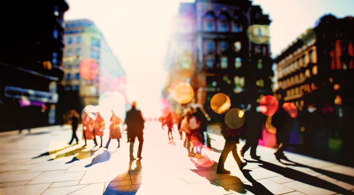 shutterstock miasto ludzie 1200.jpg