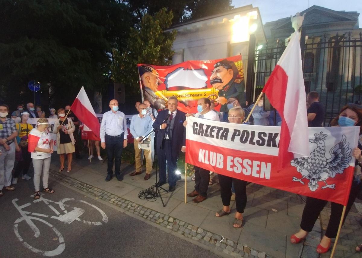 Вечером 16 сентября, накануне 81-й годовщины нападения СССР на Польшу, в Варшаве, у здания посольства Российской Федерации, прошла демонстрация, организованная Ассоциацией свободного слова и клубами издания Gazeta Polska.