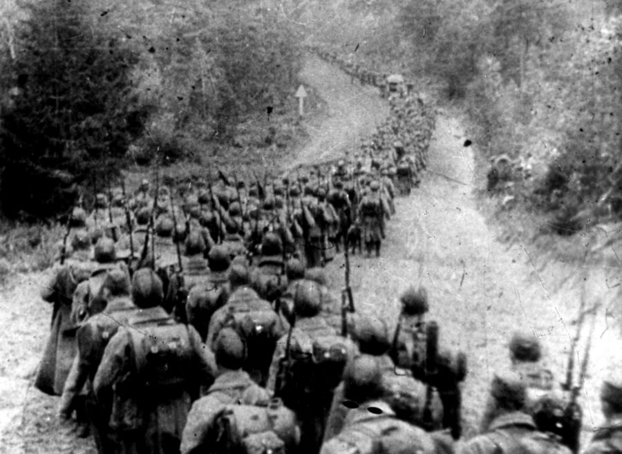 Soviet troops invading Poland in September 1939. Photo: Unknown author [Public domain]