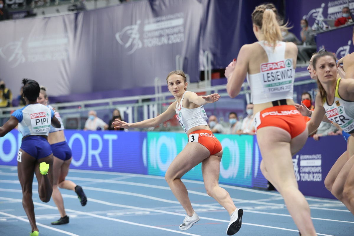 The Polish women's 4x400m relay team in action on final day of the 2021 European Athletics Indoor Championships.