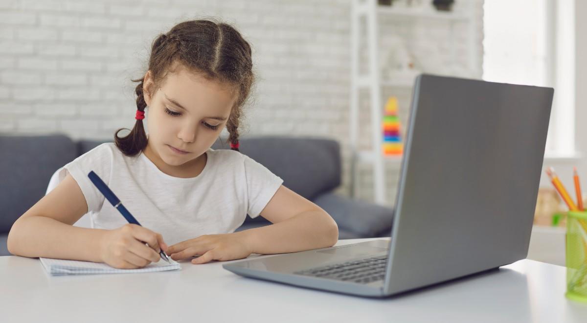 shutter free dziecko nauka zdalna 1200.jpg