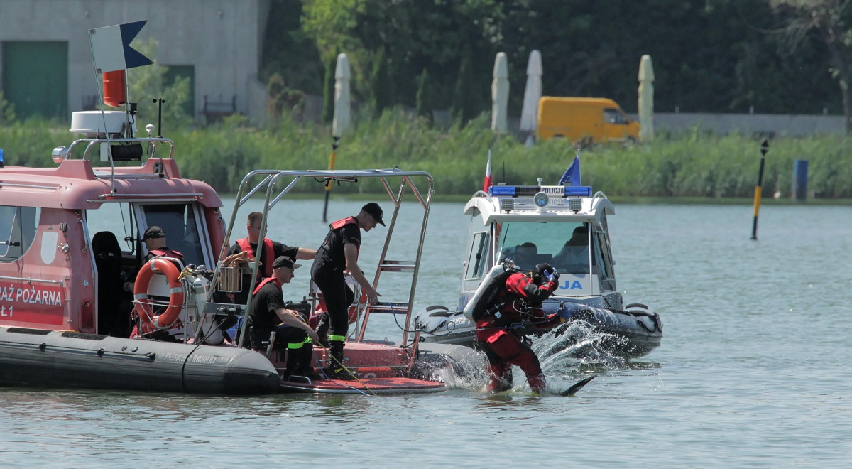 Divers are deployed to search for survivors after the accident on Lake Tałty in Mikołajki, northeastern Poland, on Tuesday.
