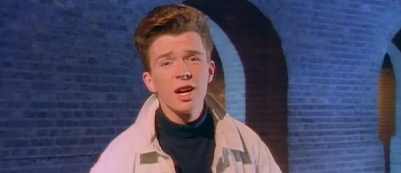 Rick Astley w teledysku do utworu Never Gonna Give You Up