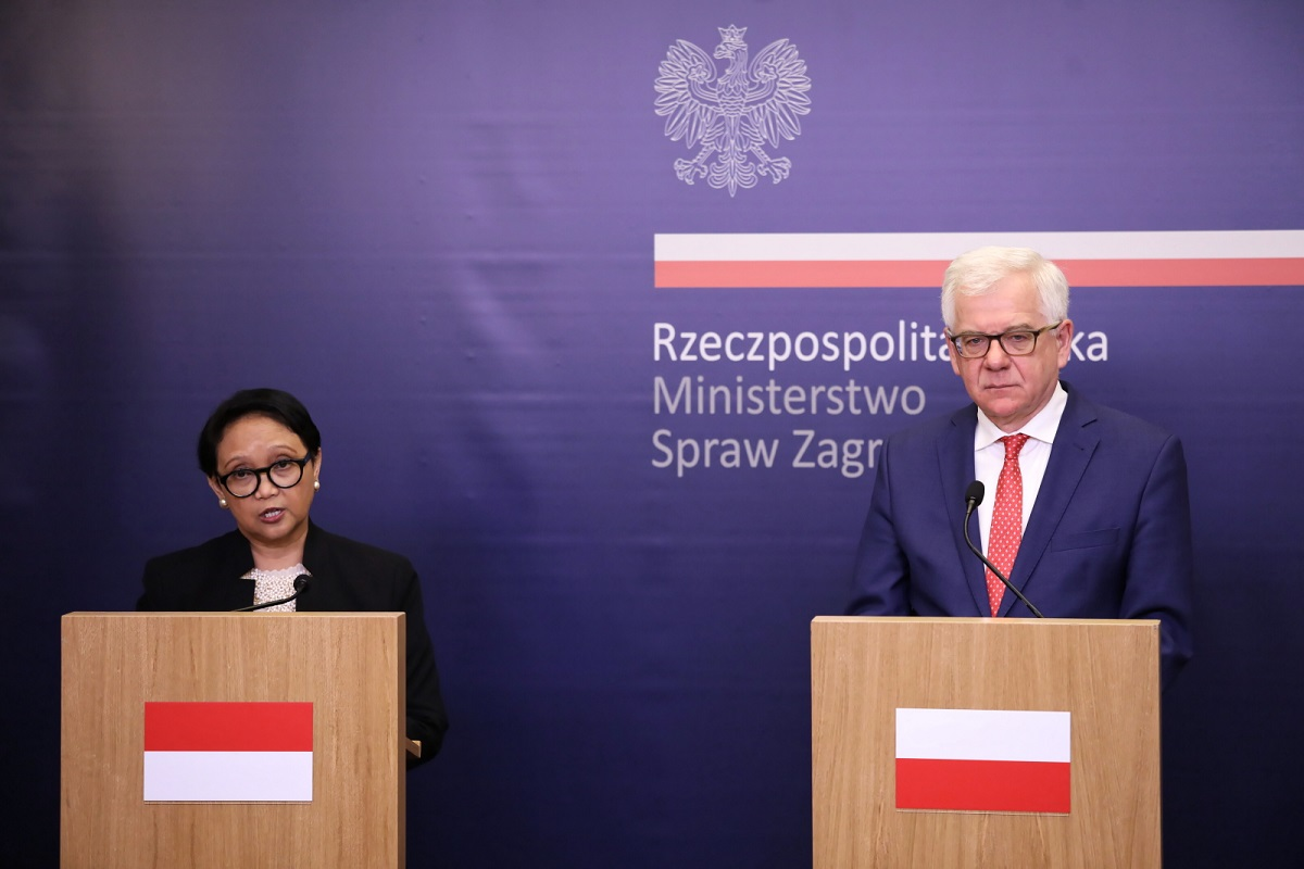 Polands Foreign Minister Jacek Czaputowicz and Indonesias top diplomat Retno Marsudi hold a press conference in Warsaw on Friday.