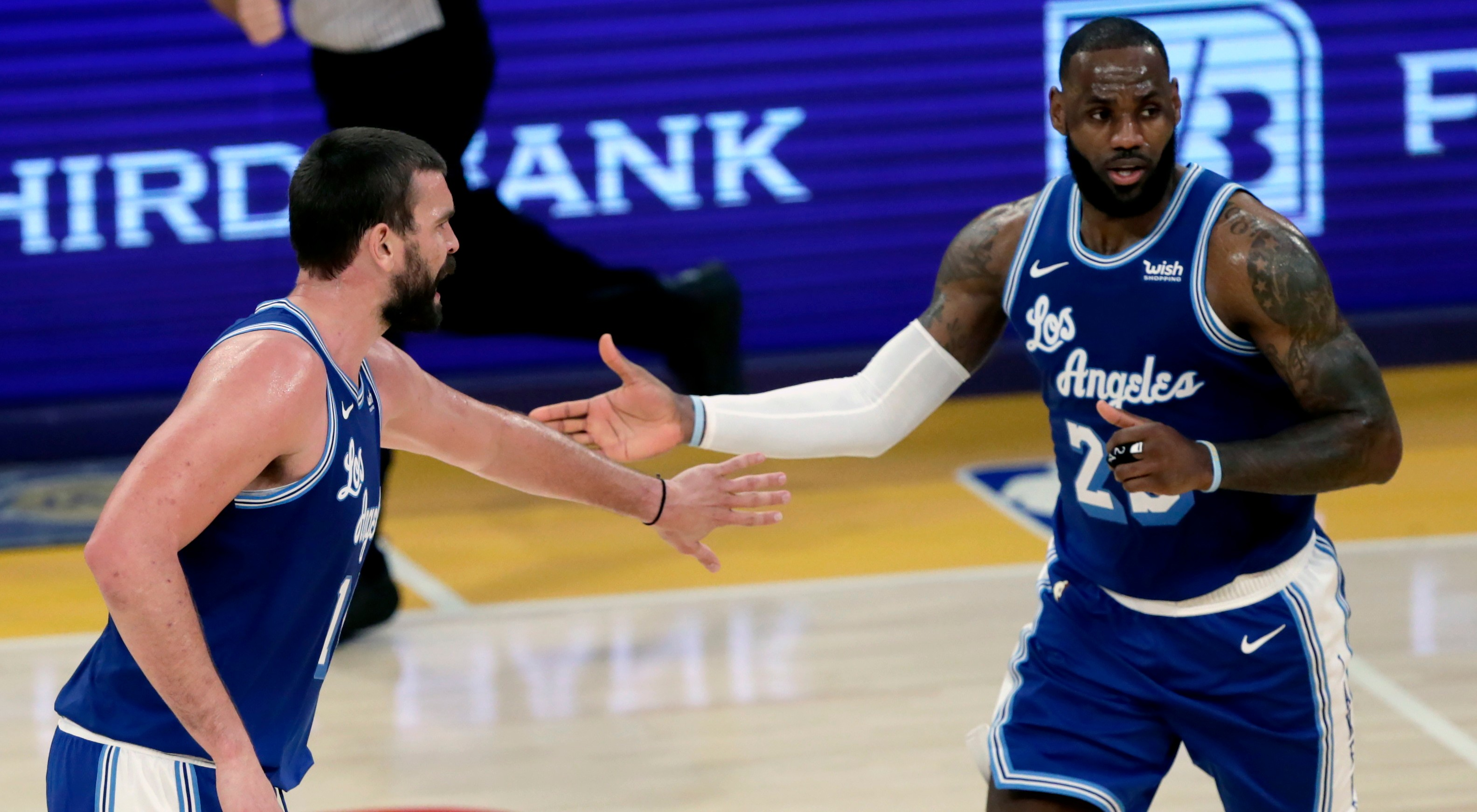 Marc Gasol (L) i  LeBron James