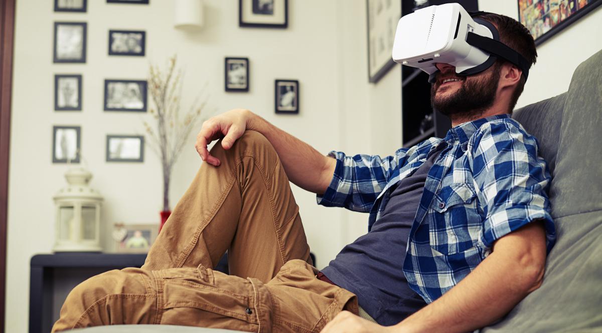 wirtualna rzeczywistość gogle vr męzczyzna odpoczynek 1200.jpg