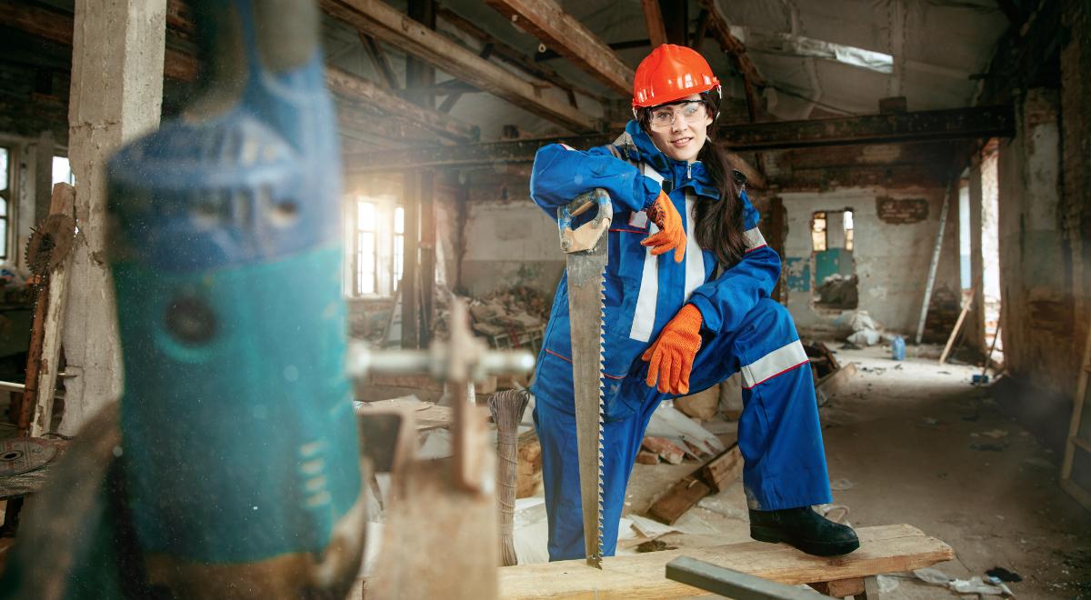 shutterstock stereotypy kobieta fabryka 1200.jpg