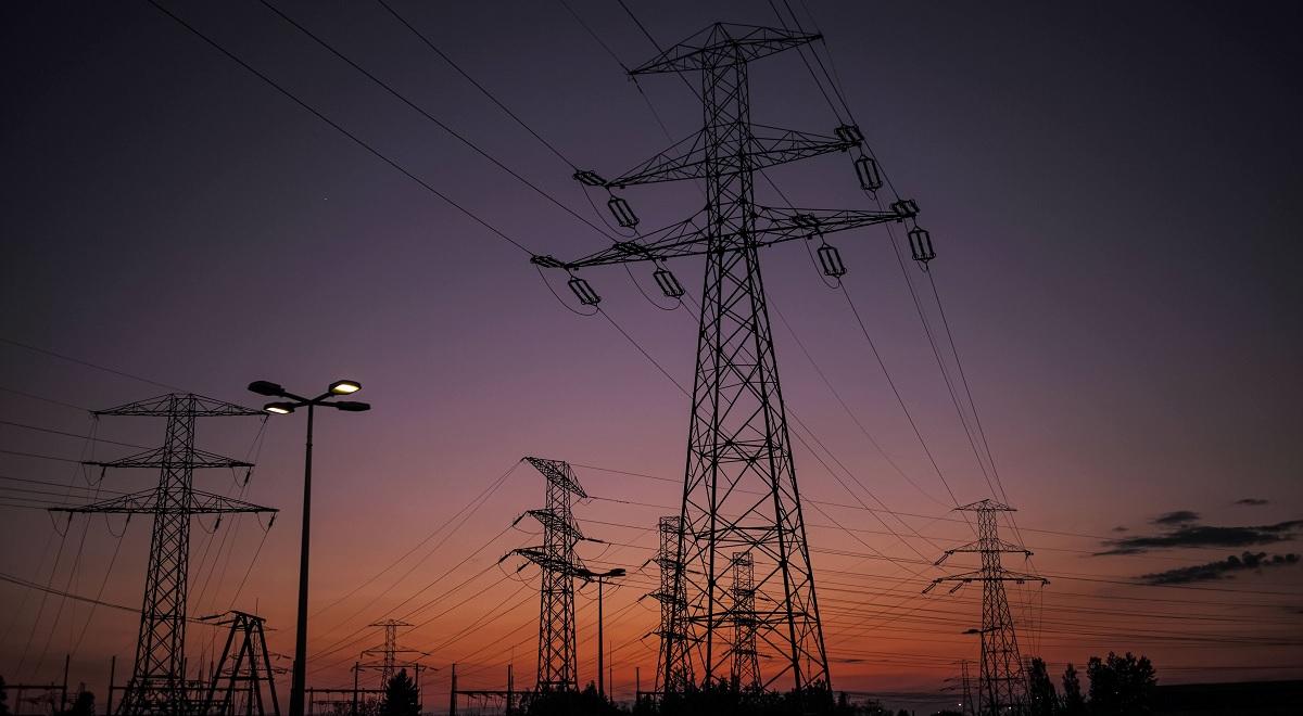 High voltage transmission lines in Warsaw.