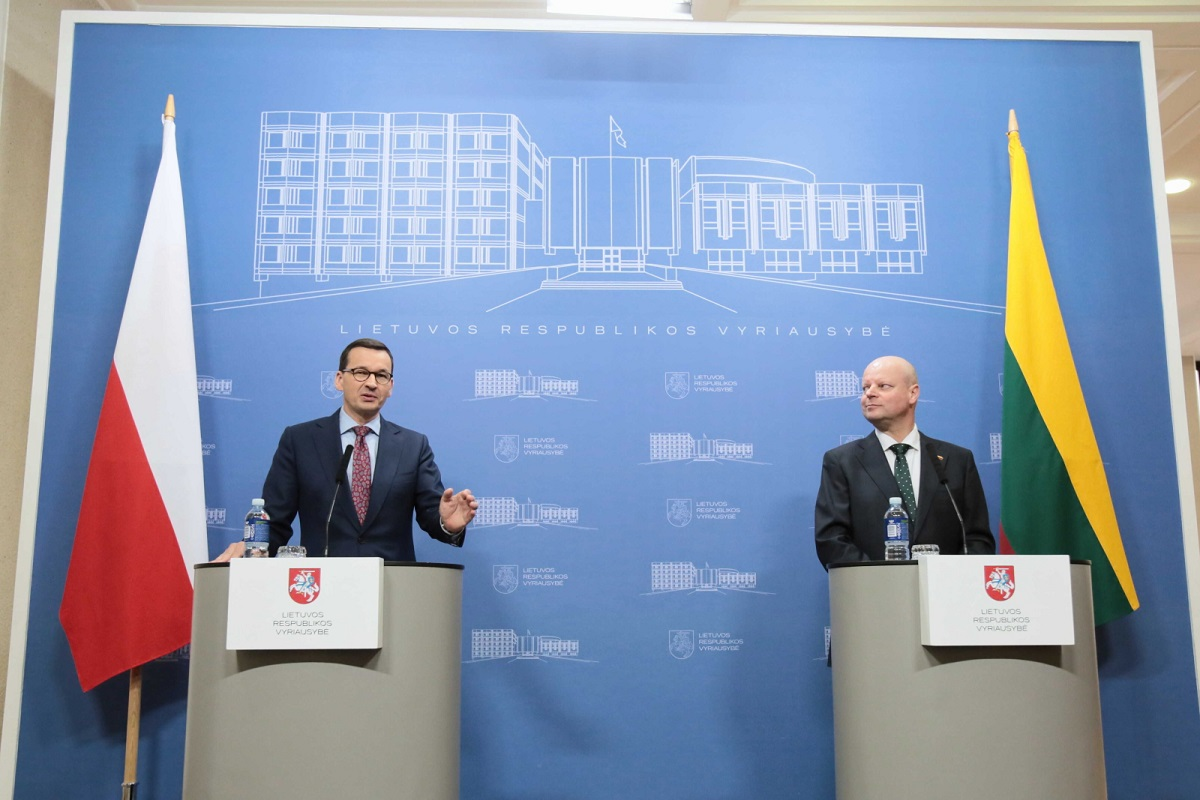 Polish Prime Minister Mateusz Morawiecki (left) speaks at a joint news conference with his Lithuanian counterpart Saulius Skvernelis (right) in Vilnius on Tuesday.